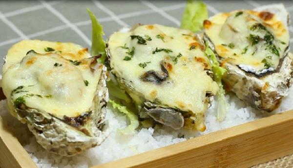Hàu nướng phomai bỏ lò là một trong những món ngon chế biến từ hàu